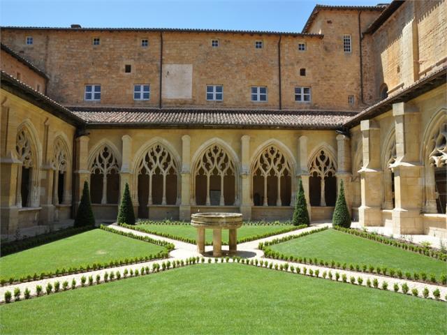 Cloitre abbaye cadouin